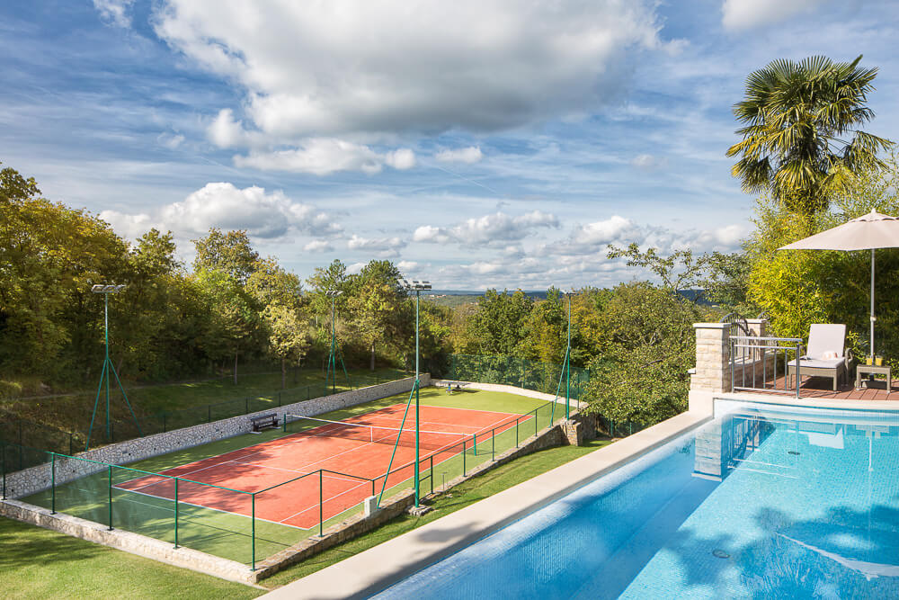 Villa Vlastelini - pool and tennis court